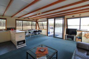Osprey Houseboat Lounge