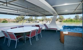 Mullaroo Sunset Houseboat - Top Deck Spa and Outdoor Dining